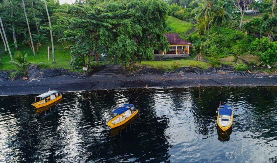 Black Sand Dive Retreat - Diving Holidays